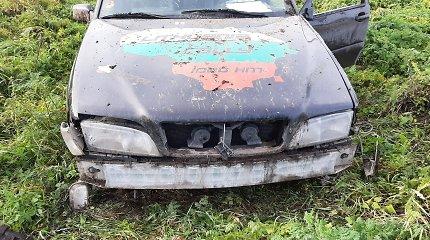 """Jaunam """"Volvo"""" vagiui koją pakišo taurelė – kelionė pagrobtu automobiliu baigėsi griovyje"""