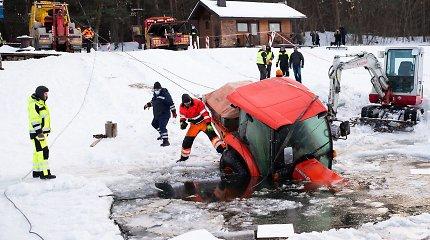 Mažai kas tikėjosi: daugiau nei 3 paras po vandeniu išbuvęs 50 tūkst. eurų vertės traktorius patyrė nedaug žalos