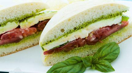 Vasaros patiekalai su kvapniaisiais bazilikais – dera ne tik su pomidorais: 10 receptų