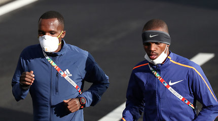 Koronaviruso pasekmės: Paryžiaus pusmaratonis atšauktas, Tokijuje bėgo tik profesionalai