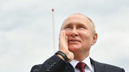V.Putinas priėmė pagrindinį karinio laivyno paradą Sankt Peterburge
