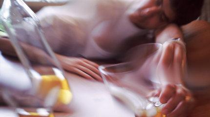 Psichiatrai: priklausomybės nuo alkoholio ir narkotikų gydymas išlieka užribyje