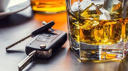 """Psichiatras paaiškina, kodėl tarp vairuojančių gaji klaidinga mintis, kad """"vienas alaus"""" – nieko tokio"""