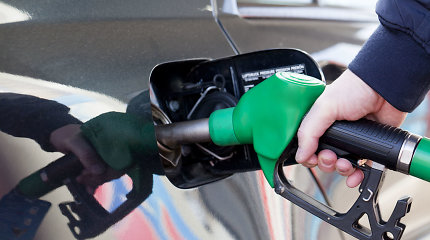 Fiksuojami rekordiniai degalų kainų skirtumai per 3 metus: išskyrė pigiausias ir brangiausias degalines