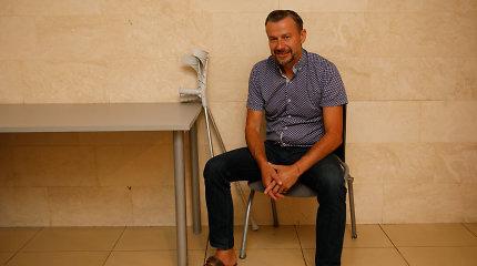 Su ramentais posėdyje pasirodžiusio S.Martinavičiaus teismas nepasigailėjo: skyrė 1,5 metų laisvės apribojimo