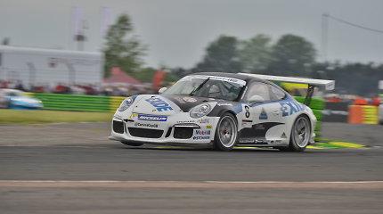 """Jonas Gelžinis """"Porsche Carrera Cup GB"""" varžybose užėmė antrą vietą"""