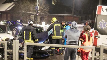 """Tarp nukentėjusiųjų savaitgalio avarijose – ir """"Peugeot"""" Kaune vairavęs Nigerijos pilietis"""