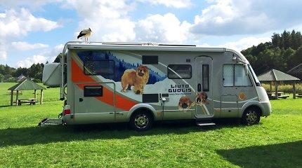 Mažeikiškiai su šunims pritaikytu kemperiu įveikė trečdalį milijono kilometrų