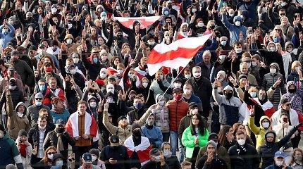 Baltarusijoje į naujus opozicijos protestus vėl išėjo dešimtys tūkstančių žmonių, daug sulaikytų