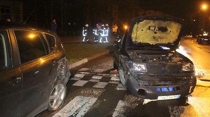 """Panevėžyje ant šono virto tris automobilius taranavęs """"Subaru"""""""