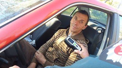 """Velžyje sučiuptas girtas """"Peugeot"""" vairuotojas savaitgalį praleis už grotų"""