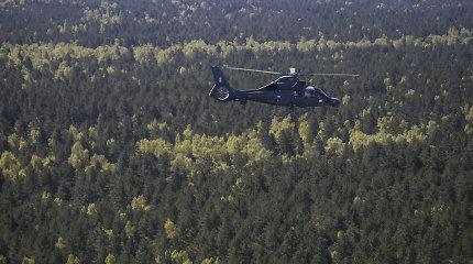 Kariuomenės sraigtasparnis ieškojo dingusių žmonių, rasta mirusi moteris