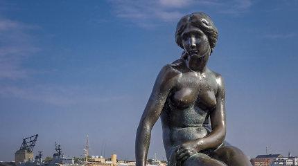 """Kopenhagoje vėl subjaurota """"Undinėlės"""" statula"""