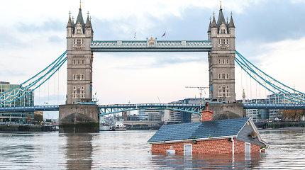 Iš kur Londono Temzės upėje atsirado plūduriuojantis namas?