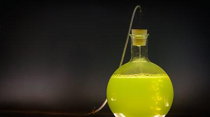 Proveržis chemijoje: prieš superrūgštį neatsilaiko net pačios atspariausios molekulės