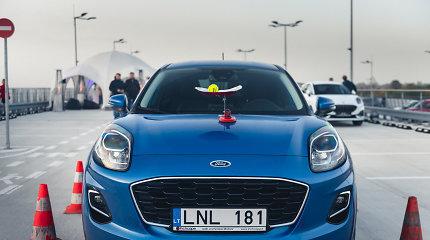 """Išskirtinis """"Ford Puma"""" testas: ant stogo greta skriejant lėktuvams"""