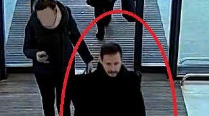 Kauno autobusų stotyje chuliganas suskaldė automatinių durų stiklą