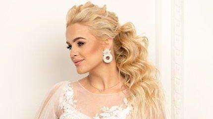 Žinomos moterys tapo šventinių šukuosenų modeliais