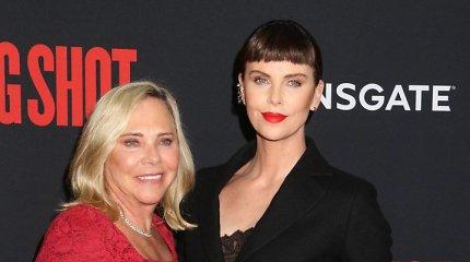 """""""Oskaro"""" laureatė Charlize Theron apie tėvą nužudžiusią motiną: """"Man ne gėda apie tai kalbėti"""""""