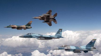 """Kam to reikia: JAV vėl užsakinėja legendinius naikintuvus F-15, neturinčius """"Stealth"""" gebėjimų?"""