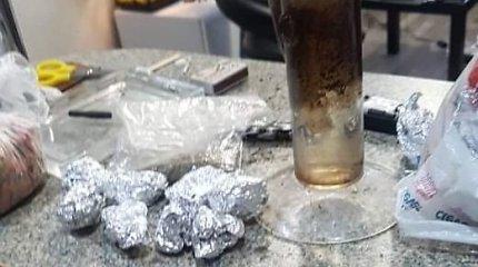 Jaunųjų narkomanų siaubas – akylūs Šiaulių pareigūnai: įkliuvo kanapių ir miltelių mėgėjai