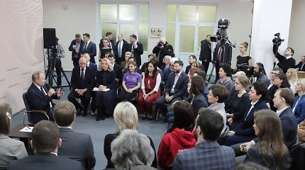 """""""Už Kremliaus sienų"""": septynių žmonių septyni kompromisai dabartinėje Rusijoje"""