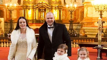 Dviguba Kristupo ir Jurgitos Krivickų šventė: atnaujinti santuokos įžadai ir trijų dukrų krikštynos