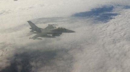 Lietuvių kompanijos keleiviniame lėktuve sugedo ryšio įranga – pakilo naikintuvai