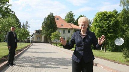 Prezidentiniai namai: nuo tarpukario mūro iki kolonų pagal L.Paksienės norus