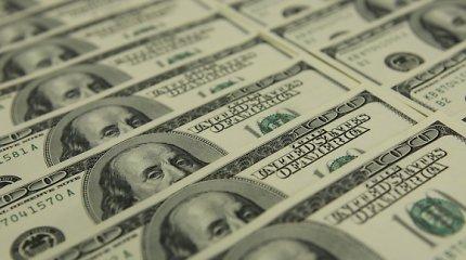 JAV dolerio kursas po FRS posėdžio toliau smunka pagrindinių valiutų atžvilgiu