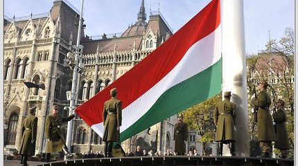 """Vengrijos valdžia gina """"ideologišką"""" mokyklų programą"""