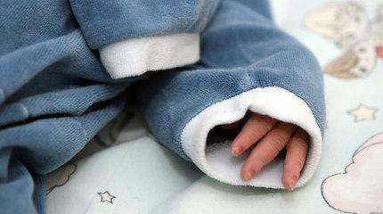Kupiškyje mažylį be maisto ir vandens 2 paroms palikusi motina jau bausta dėl vaiko nepriežiūros