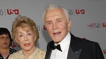 Būdama 102-ejų mirė Holivudo legendos Kirko Douglaso žmona Anne Douglas