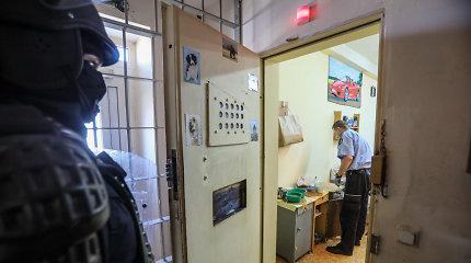 Išgertuves iš Kybartų pataisos namų transliavusiems kaliniams gėda, įstaigos vadovas nušalintas nuo pareigų