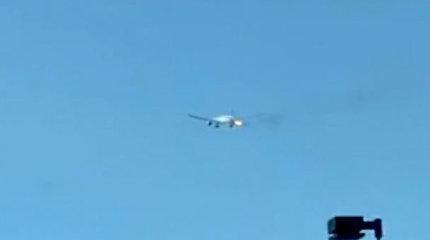 Vos pakilusiam lėktuvui užsiliepsnojo variklis – buvo priverstas grįžti į oro uostą