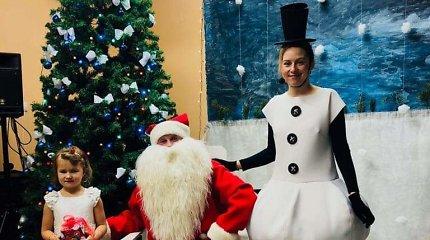 """Mes lygūs. Kalėdų Senelio šešėlyje esanti Besmegenė neliūdi: """"Esu laiminga, jog galiu duoti"""""""