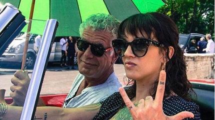 Asia Argento pasidalino savaitę prieš Anthony Bourdaino mirtį daryta nuotrauka