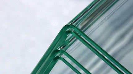 Iki šiol tai buvo neįmanoma: inžinieriai sugalvojo, kaip sulenkti stiklą stačiu kampu