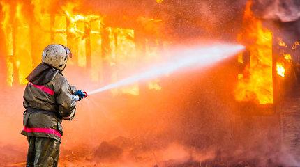 Pavoverės kaime sudegė namas ir visas turtas: šeima prašo pagalbos