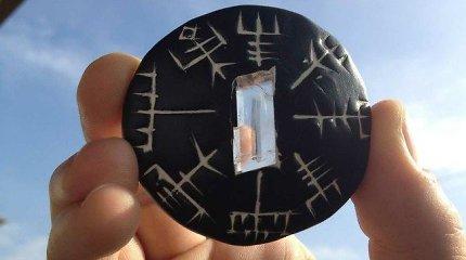 Tyrimas rodo, kad vikingai tikrai galėjo vietoje kompaso naudoti Saulės akmenį: kaip jis veikia