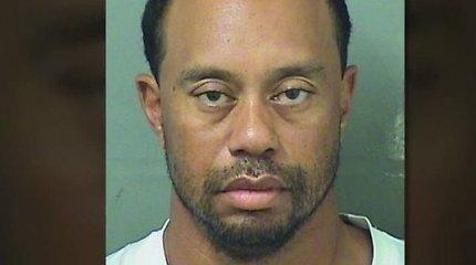 JAV golfo žvaigždė Tigeris Woodsas rastas miegantis prie vairo, bet blaivus