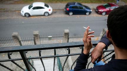 Draudimas rūkyti balkonuose tampa realybe: vien Vilniuje tai jau įsigaliojo beveik 300 daugiabučių