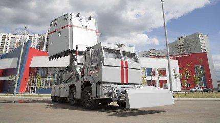 Rusijos OMON jau greitai galės naudotis patobulintu sunkvežimiu – per kelias minutes pavirsta siena