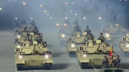 Kariniame parade Šiaurės Korėjoje pasirodė iki šiol niekur nematyti tankai. Iš kur jie?