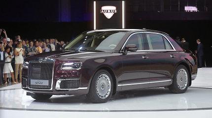 """Kremliaus limuziną """"Aurus"""" lydi skandalai: kodėl jis nebus įleistas į ES rinką?"""