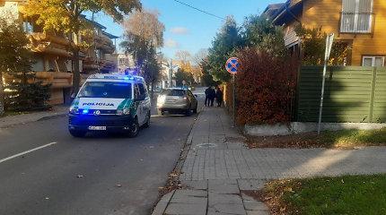Kelių policijos pastaba vairuotojams: išlipę iš automobilio, tampate pėsčiaisiais