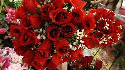 Valentino diena: lietuviai iš parduotuvių šluoja saldumynus, gėles ir prezervatyvus