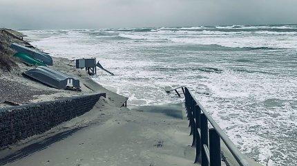 Baltijos jūrai krantų neužteko – apsemta paplūdimio dalis Nidoje