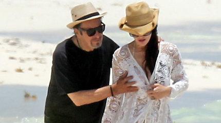 77-ąjį gimtadienį Alas Pacino sutiko Meksikoje su 40 metų jaunesne mylimąja
