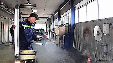 """Šokiruotas skaitytojas: kaip """"dūminantis automobilis"""" gali praeiti techninę apžiūrą?"""